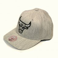 Mitchell & Ness Chicago Bulls 110 Curved Snapback...