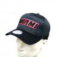 Mitchell & Ness NBA Curved Snapback Series Miami Heat